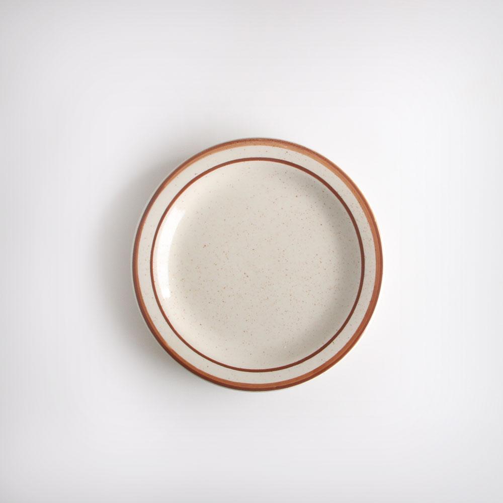 ULTIMA 네츄럴 다크레드 원형 플레이트 접시 소 아이보리